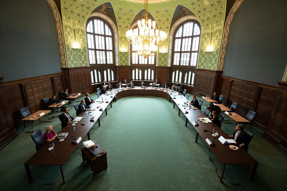 Die Kabinettsmitglieder in der Staatskanzlei.