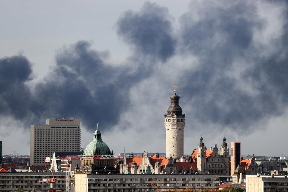 Die riesige Rauchsäule war weithin über der Leipziger Innenstadt sichtbar.