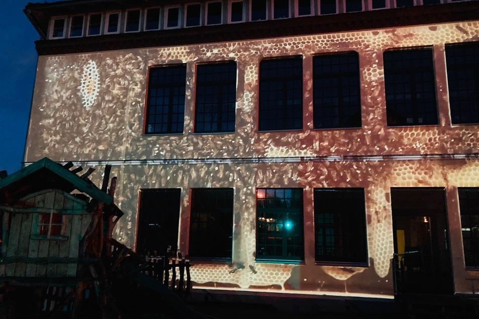 So wird die Fassade jeden Abend beleuchtet.