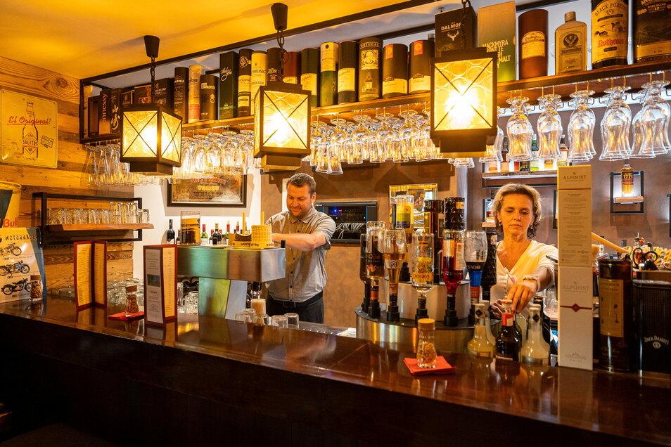 Die Bar ist an einem neuen Ort komplett neu entstanden - aus Bestandteilen der alten.