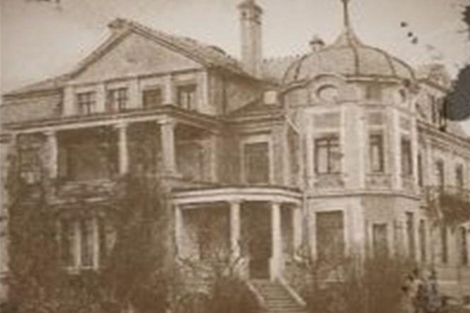 Eine historische Ansicht der Villa in Weinhübel. Ob sie je wieder so aussehen wird, ist derzeit noch völlig offen.