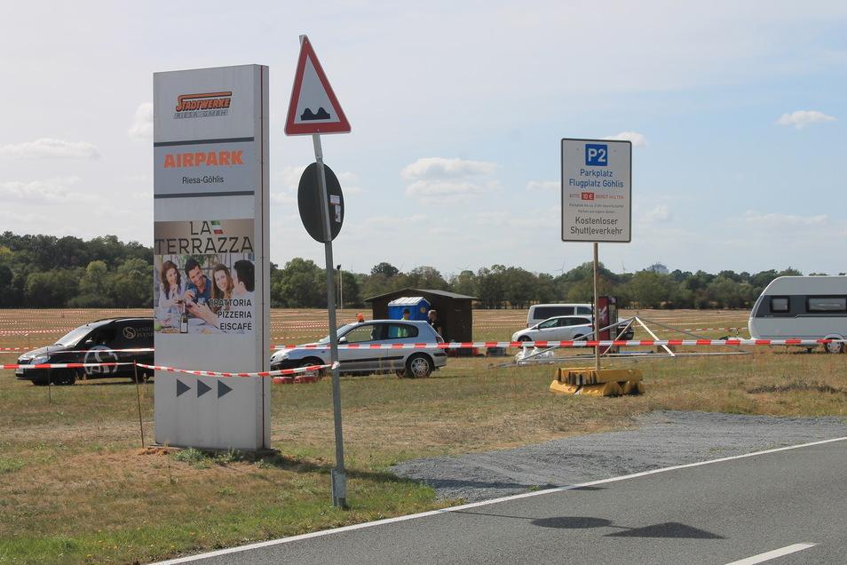 Noch ist viel Platz auf den vier Großparkplätzen rund um Riesa - wie hier im Flugplatz Göhlis. Im Preis von 10 Euro ist der Shuttlebus ins Festgelände mit enthalten.