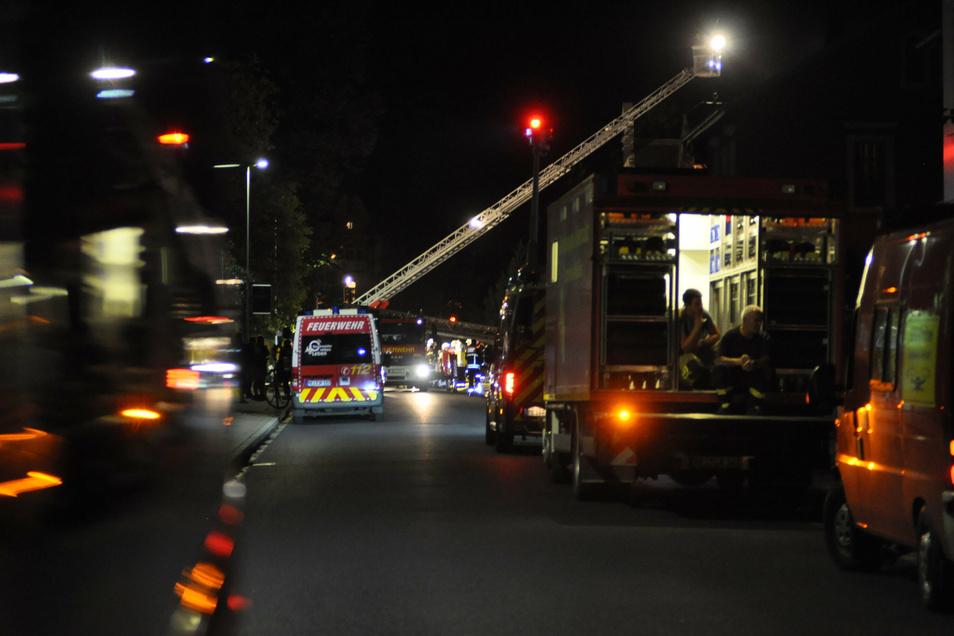 Die Feuerwehren aus Radebeul und Umgebung waren mit rund 100 Leuten im Einsatz.