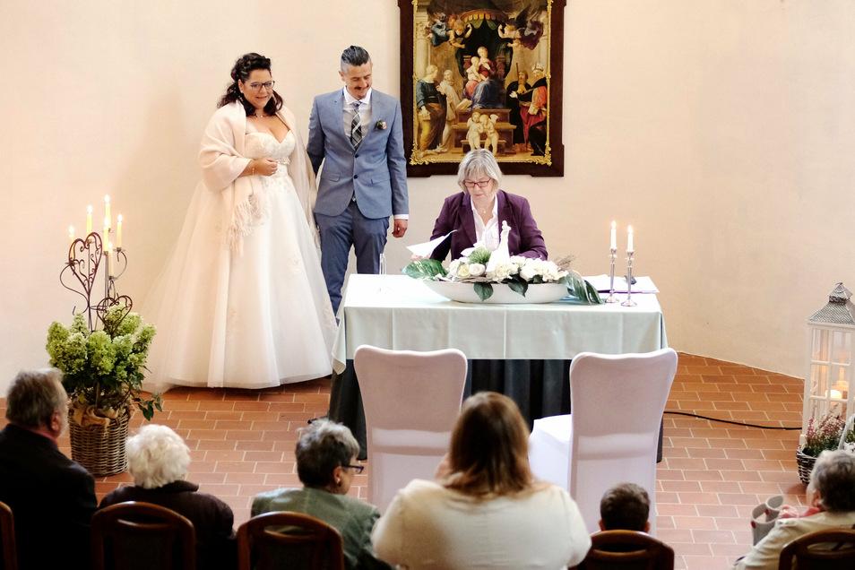 Hochzeit in Zeiten von Corona im Schloss Schleinitz: Ein Überraschungsfest erlebte hier jetzt eine Döbelner Familie.