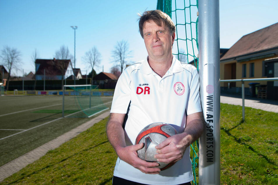 Dietmar Rösler, Trainer des Fußballvereins TSV Wachau, musste durch die Coronapandemie das Vereinsgelände schließen. Nun gibt es wieder ein Spiel.