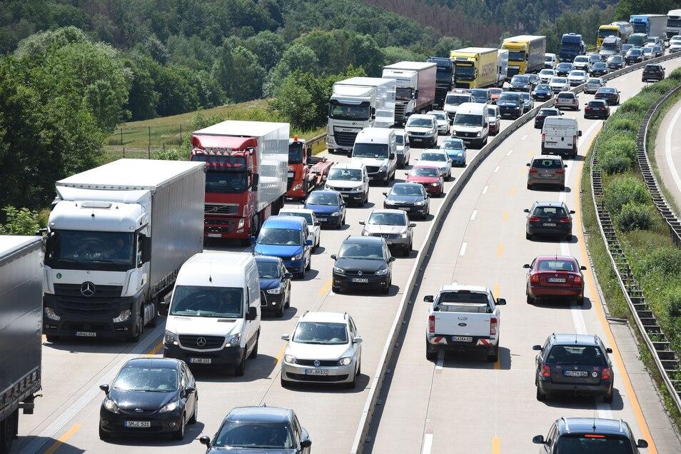 Auf der A4 in Richtung Dresden gab es nach mehreren Unfällen kilometerlange Staus.