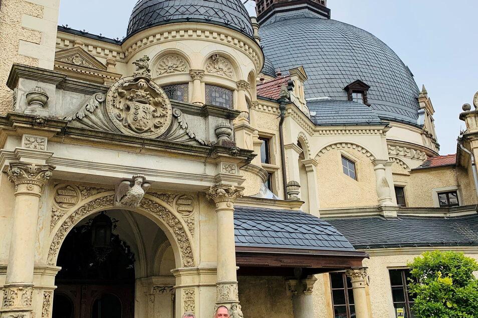 Schloss Schönfeld im Landkreis Meißen. Jetzt wird das Dach des kleinen Schlosses repariert.
