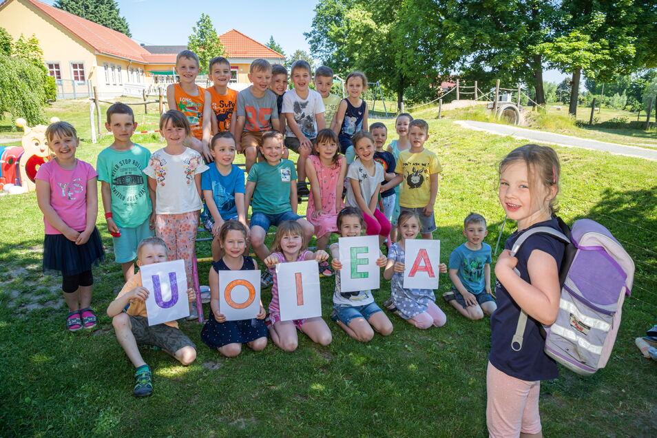 Helene (rechts) ist eines von 25 Vorschulkindern der Kita in Kodersdorf, die sich darauf freuen, in diesem Jahr Abc-Schützen zu werden.
