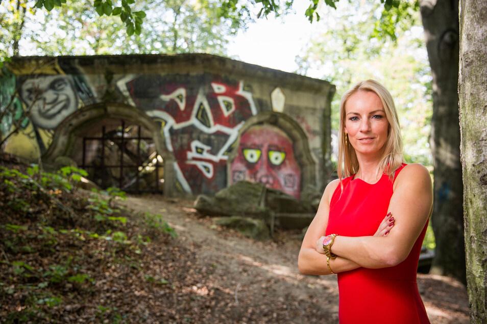 SPD-Stadträtin Kristin Sturm setzt sich für den Aufbau des 1945 zerstörten Turms ein.