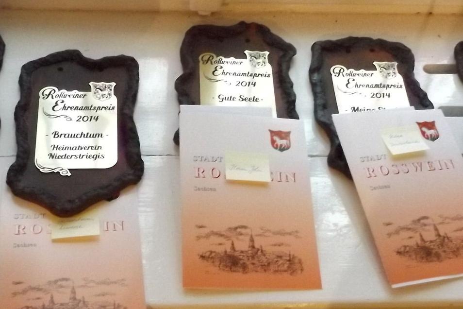 So sehen die Ehrenamtsplaketten aus, mit denen Roßweiner seit Jahren für ihren außergewöhnlichen Einsatz für Sport, Kultur, Heimatpflege oder als gute Seele ausgezeichnet werden.