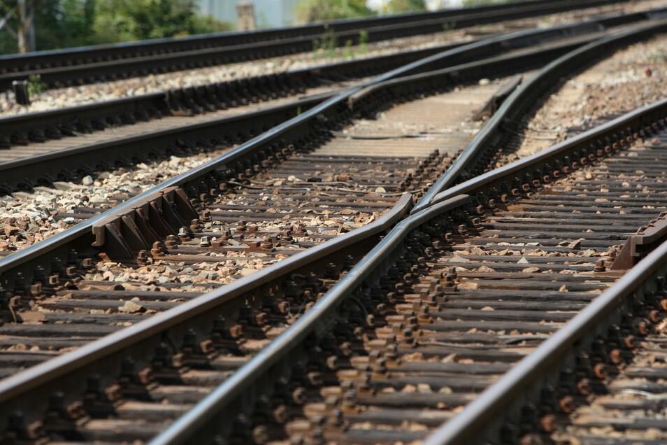 Schleifarbeiten an den Gleisen zwischen Pirna und Kurort Rathen finden vom 9. Juli bis 13. Juli statt. Nachts wird es laut.