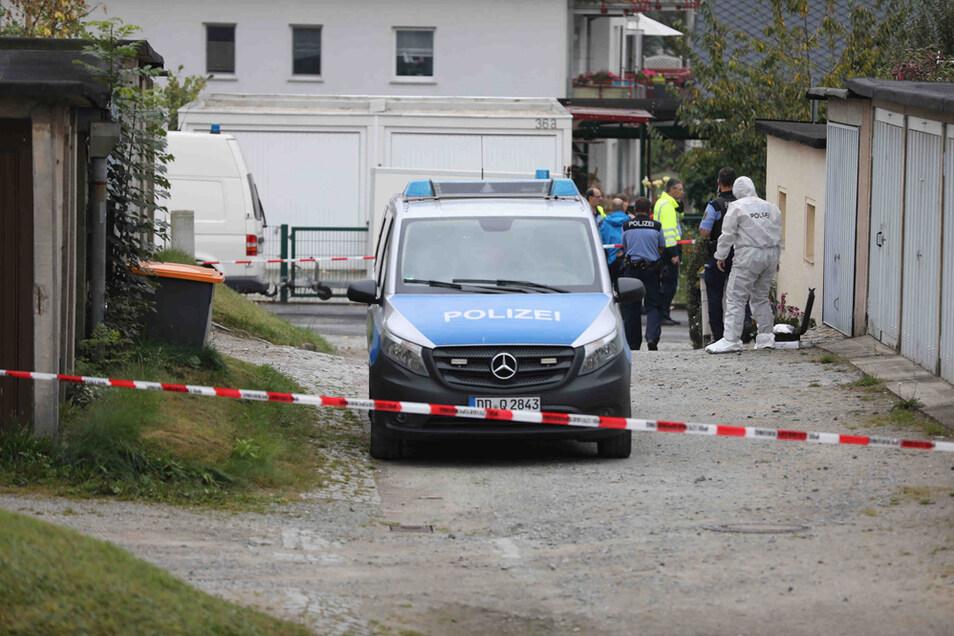 In diesem Garagenkomplex in Großröhrsdorf ist die schwer verletzte Jugendliche am Mittwochnachmittag gefunden worden.