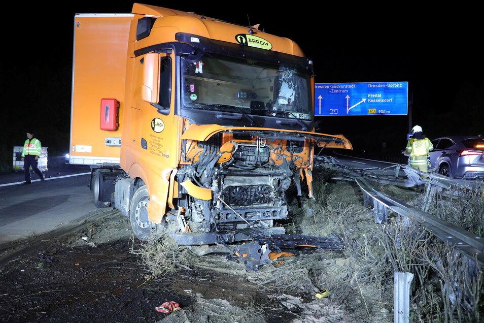 Der Lkw-Fahrer wurde bei dem Unfall verletzt.
