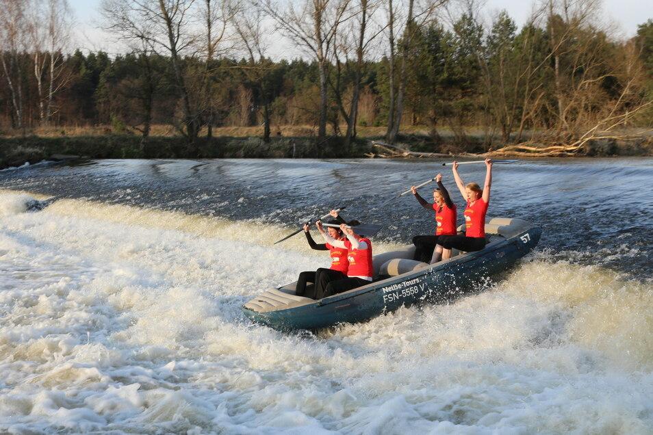 Ab Sonnabend dürfen wieder Schlauchboote auf der Neiße fahren. Neiße Tours Rothenburg hat dafür das Okay der Behörde bekommen.