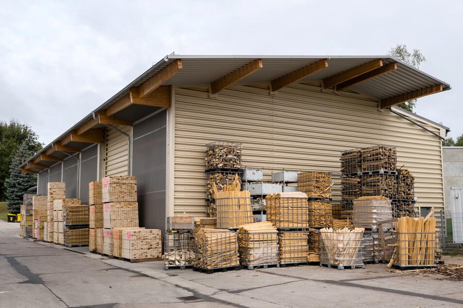 In der Tischlerei der Görlitzer Werkstätten fallen jedes Jahr etwa 200 Tonnen Holzspäne an. Die werden zu Briketts verpresst.
