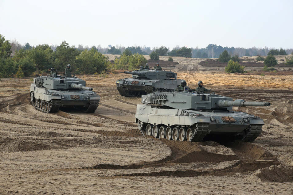 Nächste Woche kommen Panzer aus Vorpommern auf den Truppenübungsplatz Oberlausitz; hier sind Fahrzeuge der Armee von Singapur bei einer Übung zu sehen.