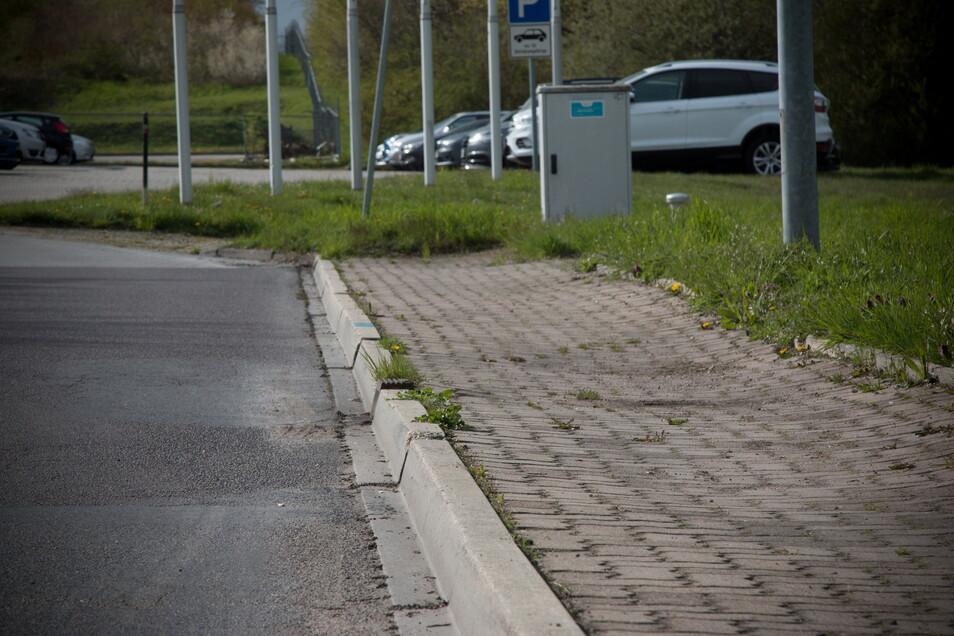 Gehwege wurden in der Ostrauer Ringstraße als LKW-Parkplätze missbraucht.