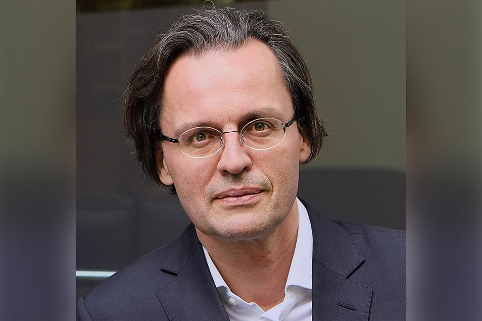 """Bernhard Pörksen (50) ist Professor für Medienwissenschaft an der Universität Tübingen. Kürzlich veröffentlichte er gemeinsam mit Friedemann Schulz von Thun das Buch """"Die Kunst des Miteinander-Redens. Über den Dialog in Gesellschaft und Politik"""" (Hanser-V"""