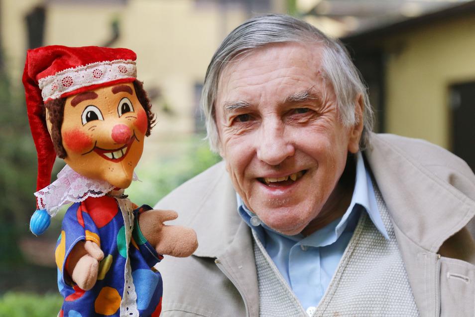 Stefan Flinner, selbst als Zookasper seit 30 Jahren bekannt, zählt den Kasper zu seinen Lieblingspuppen.