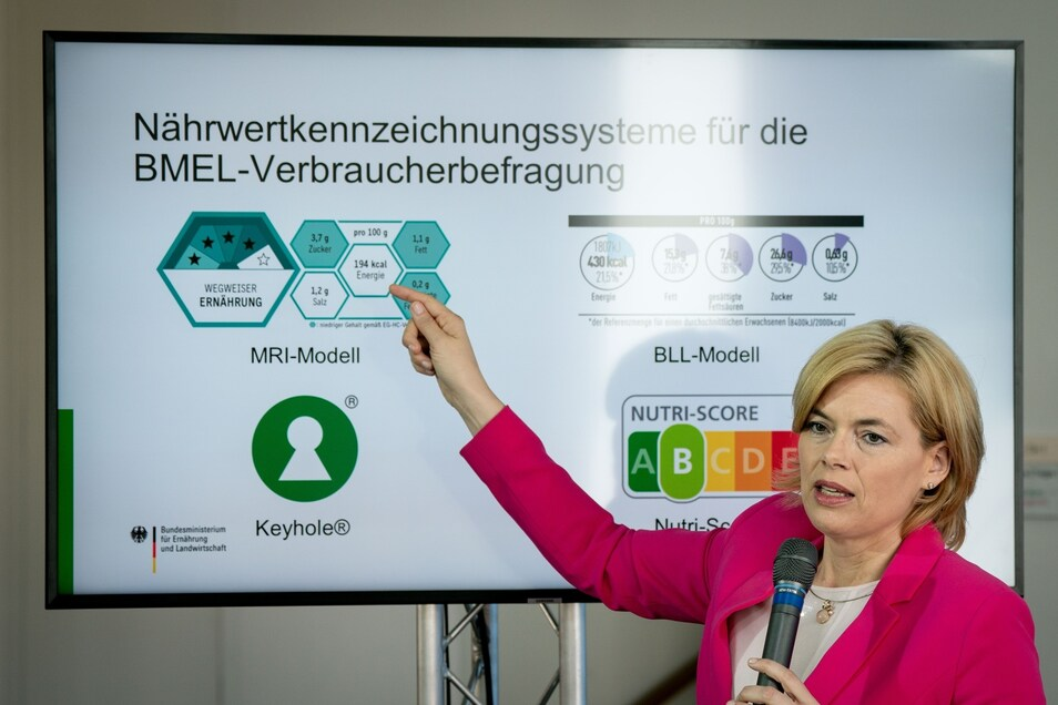 """Julia Klöckner (CDU), Bundesministerin für Ernährung und Landwirtschaft, stellt das Konzept der geplanten Verbraucherumfrage über neue """"Nährwert-Logos"""" vor."""