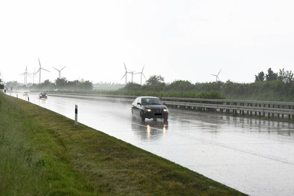 Auf der A14 bestand teilweise Aquaplaninggefahr.