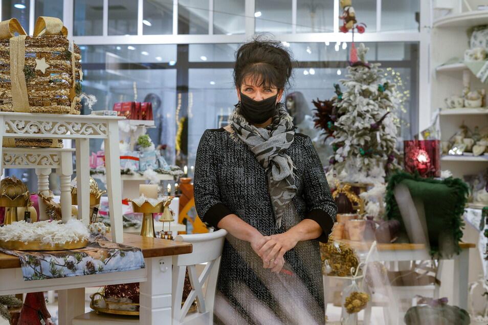 Evelyn Thiemann sorgt sich, dass sie ihr Geschäft Evis Deko & Café in der Bautzener Reichenstraße dauerhaft schließen muss. Zu hoch seien die Umsatzeinbußen durch Corona.