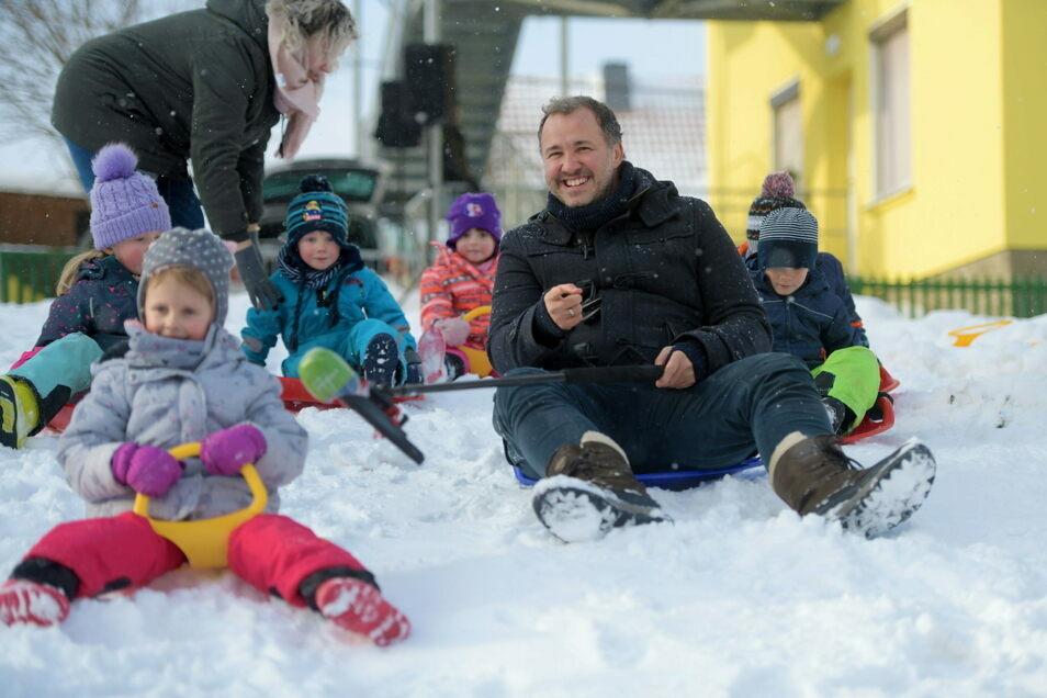 MDR-Moderator Silvio Zschage besuchte am Donnerstag den Großschweidnitzer Kindergarten.