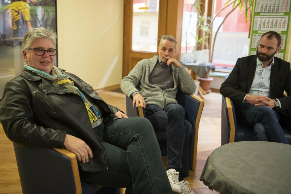 Die Berater Anke Kaleße und Jens Höfer sowie David Meis (v.l.) vom Träger Produktionsschule Moritzburg in der Großenhainer KAM-Beratung Dresdner Straße.