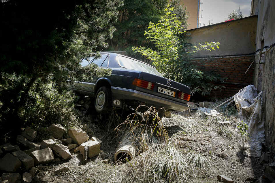 In Hagenwerder schafften es viele Menschen nicht, ihre Autos rechtzeitig in Sicherheit zu bringen.