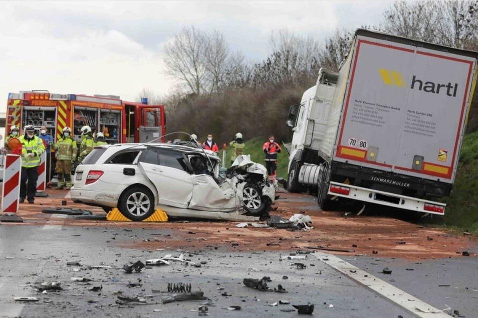 Bei diesem Unfall ist ein 49-jähriger Dresdner ums Leben gekommen.