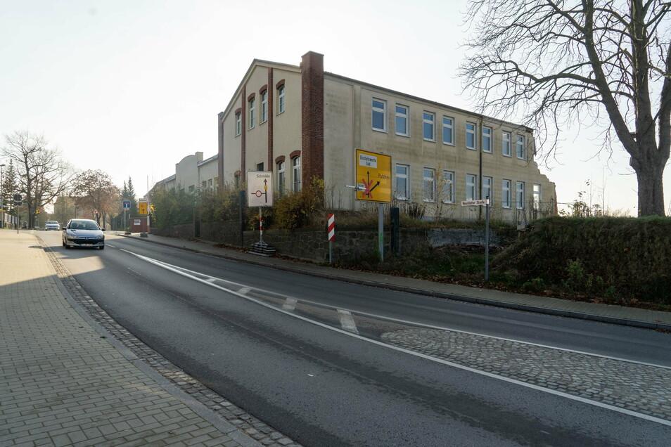 Die Neustädter Straße in Bischofswerda sollte demnächst für den Abriss dieses Gebäudes gesperrt werden, dachte man zumindest in der Stadtverwaltung. Doch daraus wurde nichts.
