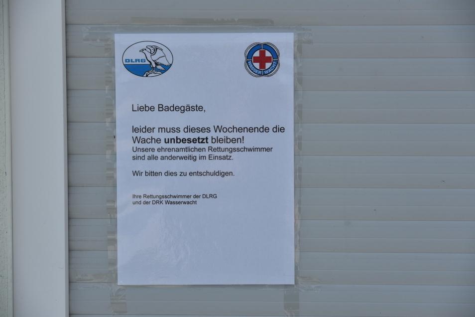 Zettel statt Rettungsschwimmer an der Wachstation am Olbersdorfe See.