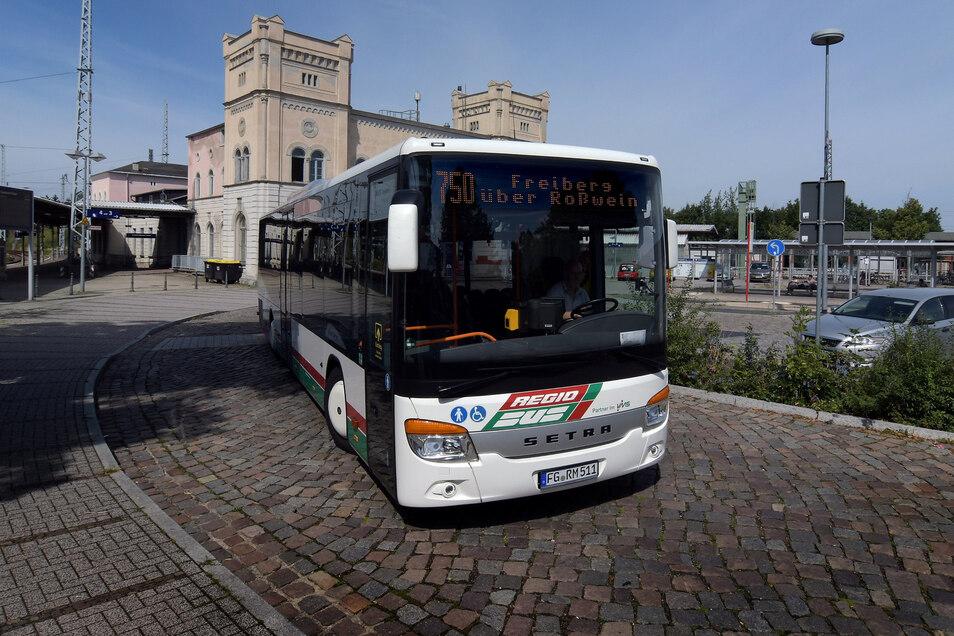 Ab dem 17. August wird die Buslinie 750 zum PlusBus. Dann können die Döbelner an den Wochenenden vom Hauptbahnhof im Zweistundentakt durchgängig bis nach Freiberg fahren.