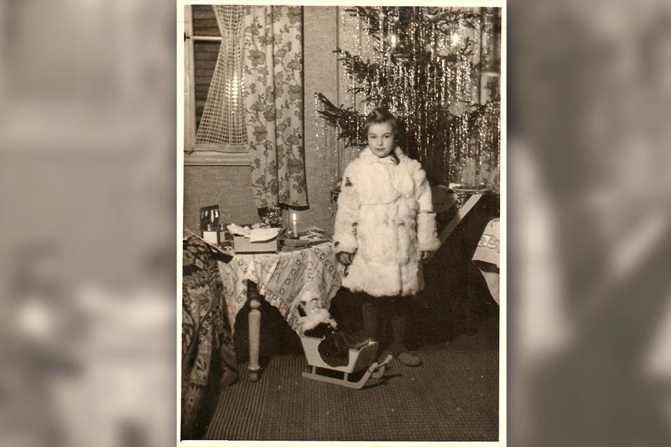 Was aus dem Pelzmantel von einst geworden ist, weiß Helga Kluge nicht mehr. Aber sie ist sicher: Nachdem sie selbst nicht mehr hinein passte, hat er ein anderes Kind gewärmt.