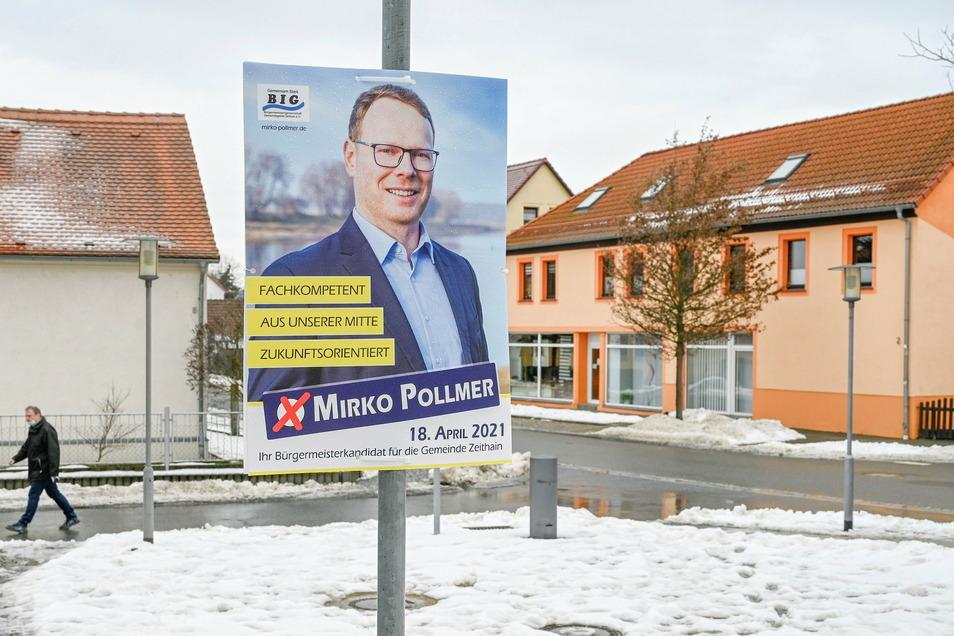 Die BIG Zeithain hat am Sonntag die Wahlplakate mit ihrem Kandidaten Mirko Pollmer in den Orten verteilt, so wie hier auf dem Dorfplatz in Röderau.