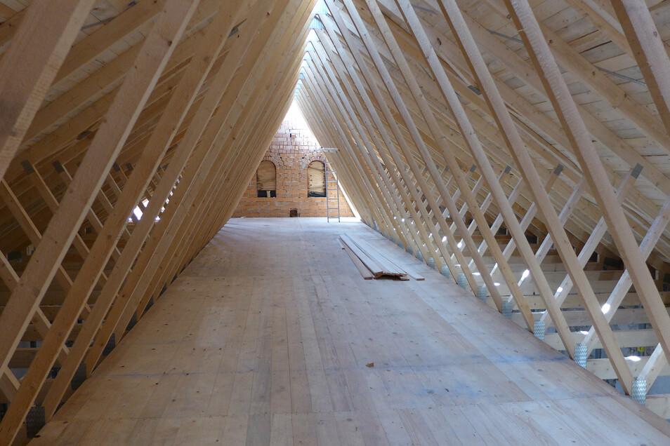 Alles neu: Dachboden und Dach des ehemaligen Gasthofes in Krögis wurden jetzt erneuert.