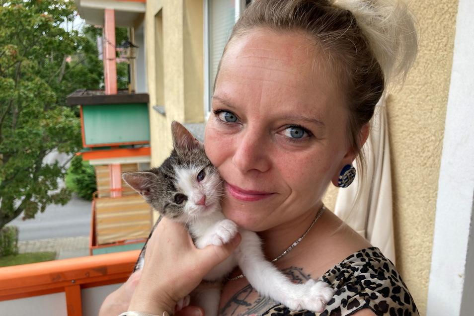 """Denise Berger mit ihrem kleinen Wildfang """"Mathilda""""."""