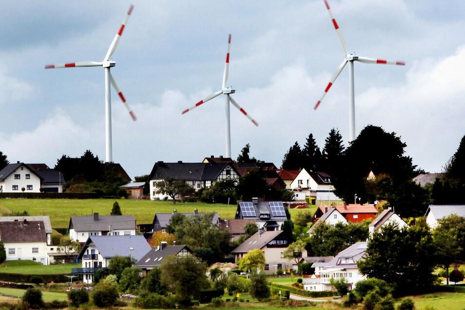 Zwischen Windrädern und Wohnhäusern sollen mindestens 1.000 Meter liegen.