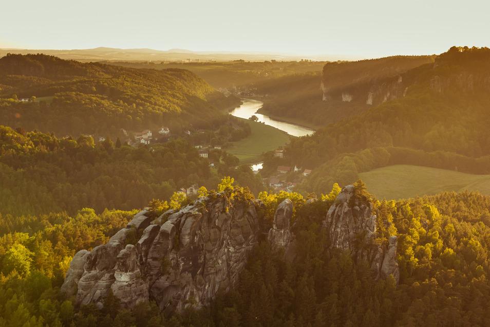 Die Elbe prägt die Landschaft der Sächsischen Schweiz.