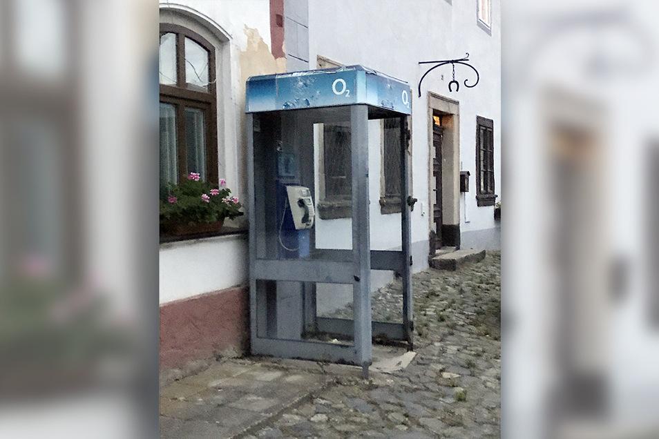 Eine der letzten Telefonzellen im Flecken Levín (Lewin) südöstlich von Ústí nad Labem.