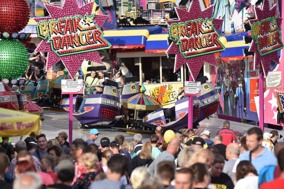Bunt und laut: Im Mittelpunkt des Windbergfestes steht der Rummel mit seinen Karussells, Schießbuden und Bratwurstständen.