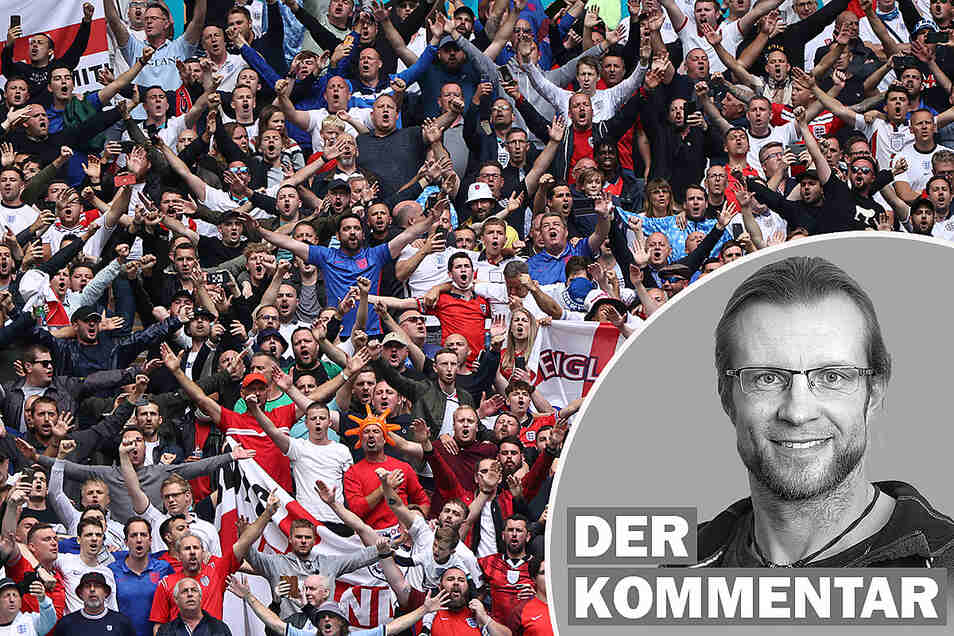Englands Fans feiern im Stadion - ohne Abstand und Maske.