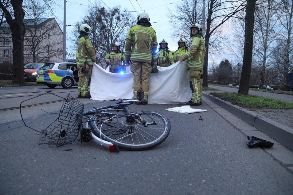 Die Fahrradfahrerin starb an der Unfallstelle.