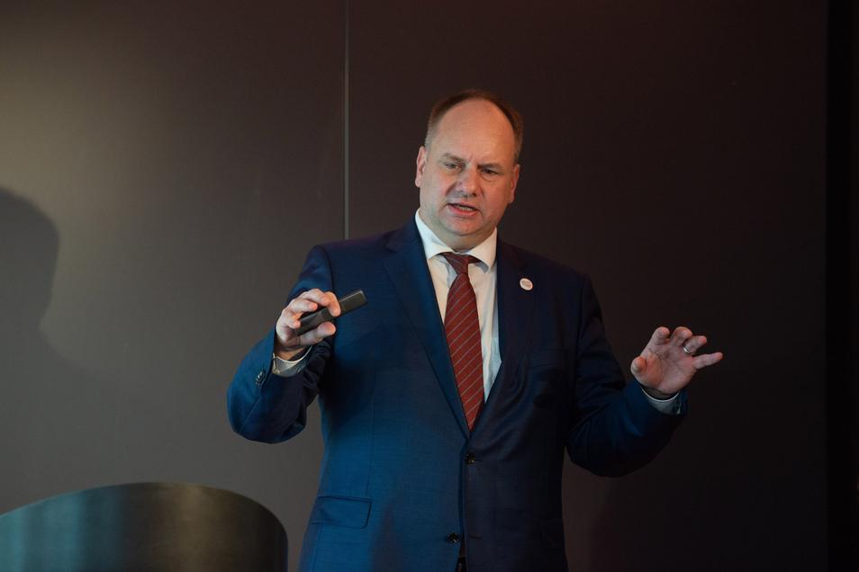 Oberbürgermeister Dirk Hilbert hat eine Ahnung, was in der Corona-Zeit zuerst wieder öffnen wird.