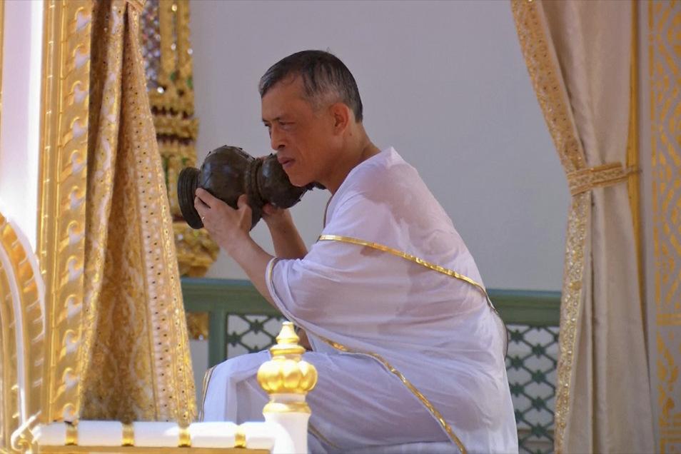 König Maha Vajiralongkorn von Thailand nimmt an der königlichen Reinigungszeremonie teil
