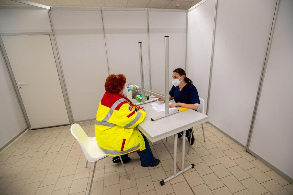 Vor jeder Impfung ist im Pirnaer Impfzentrum ein Beratungsgespräch mit einer Ärztin oder einem Arzt vorgeschrieben.