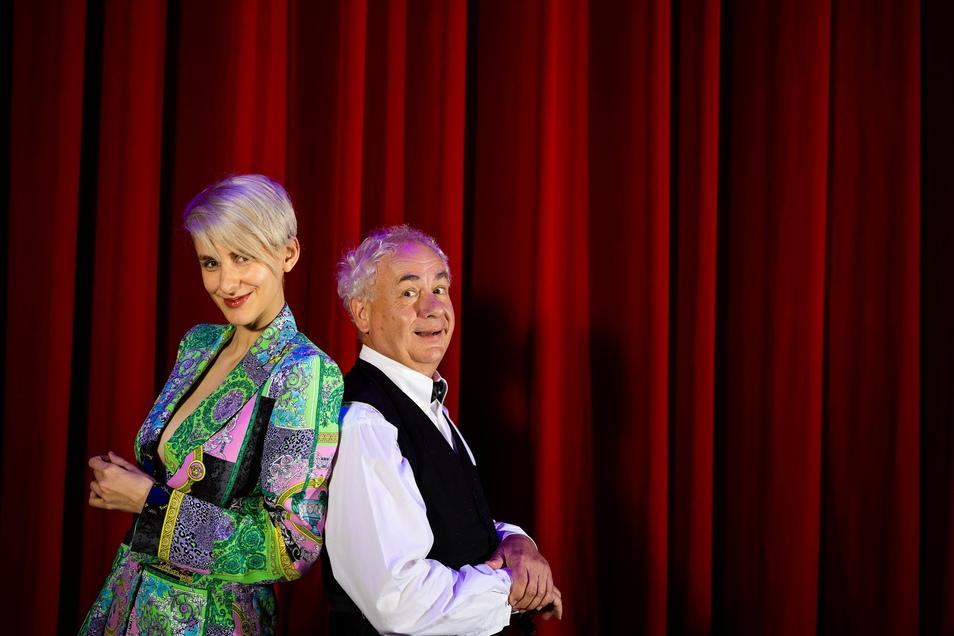 Lisa Eckhart und Tom Pauls übten bei der Gala zur Wahl des Sächsischen Wortes den Schulterschluss zwischen Österreich und Sachsen.