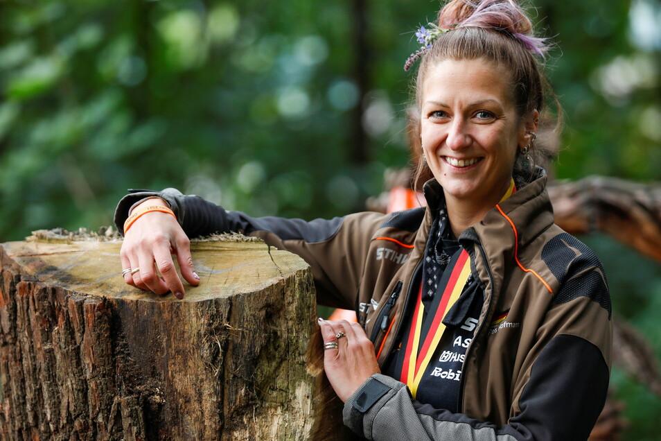 Siegerehrung bei den Deutschen Meisterschaften im Speedcarving, Beckenberg Eibau. Es ist das erste Mal, dass eine Frau gewonnen hat. Nach vier Runden mit 16 Teilnehmern gewann Res Hofmann. Zweiter wurde Uwe Hempel