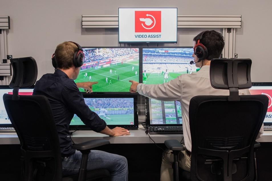 So sieht es aus im Kölner Keller, in dem ab sofort auch Spiele von Dynamo Dresden auf den Bildschirmen zu sehen sind.