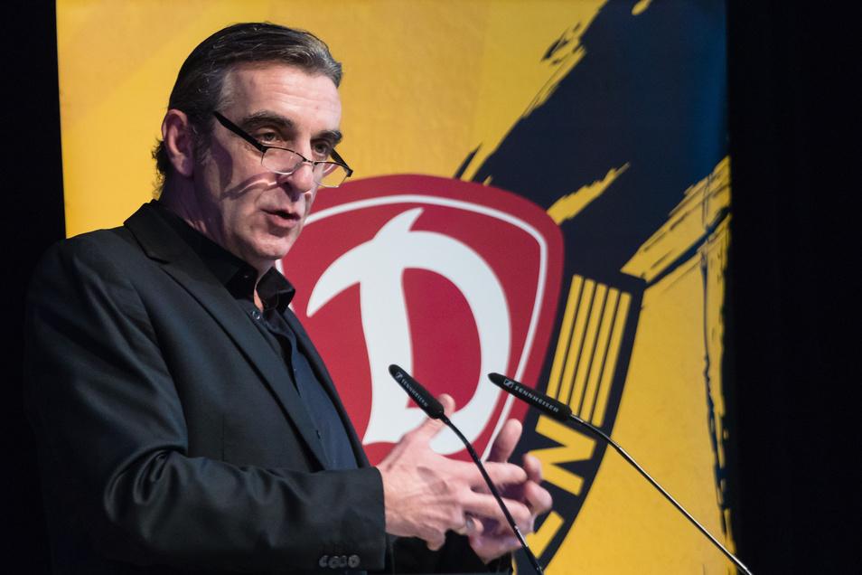 Sein Redeanteil ist bei der Mitgliederversammlung am größten. Sportchef Ralf Minge muss sich einigen kritischen Fragen stellen.